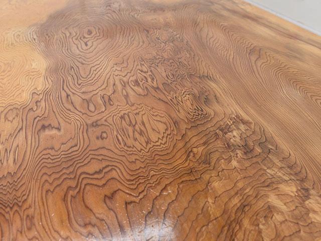 画像:屋久杉の座卓表面の木目